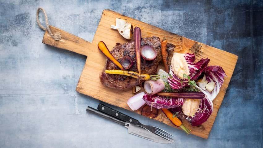 Steak med syrlig salat og aioli