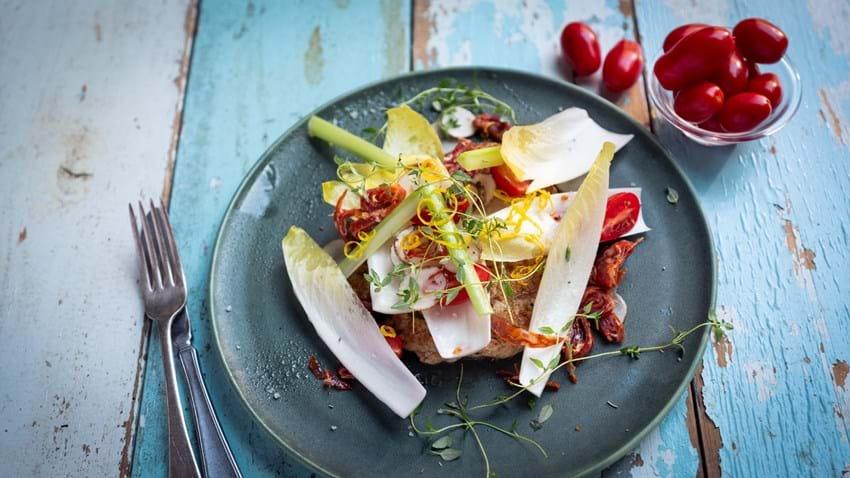 Kyllingetortilla med chorizo og grøntsager