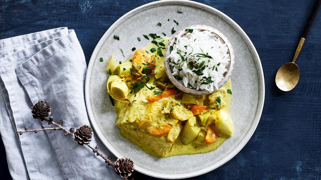 Torsk og grøntsager bagt i appelsin og karryfløde