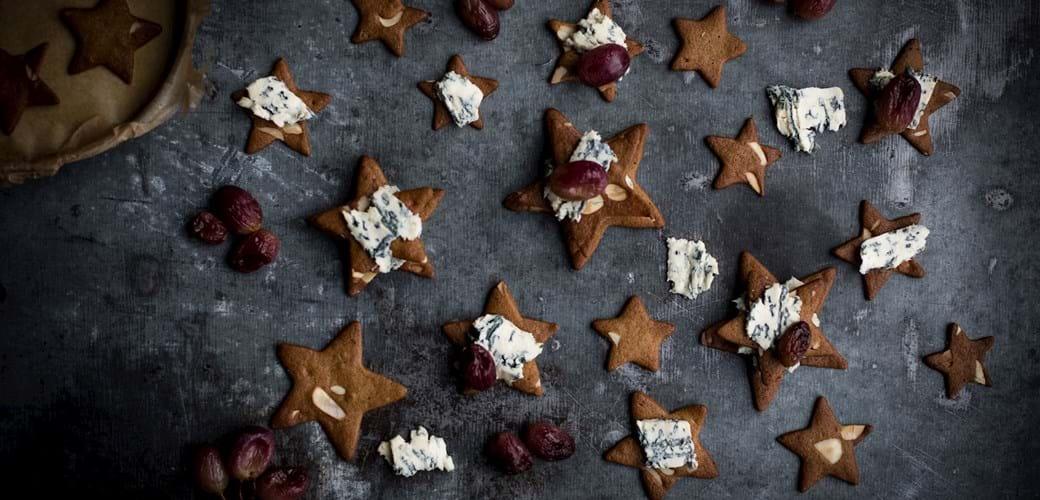 Brunkager med blue cheese og bagte druer