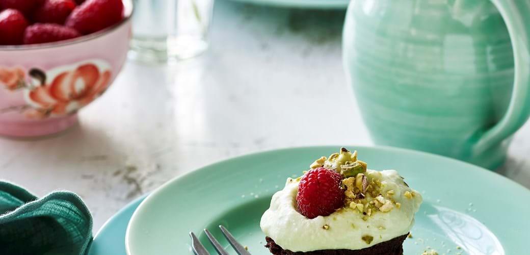 Små chokoladekager med avokadomousse