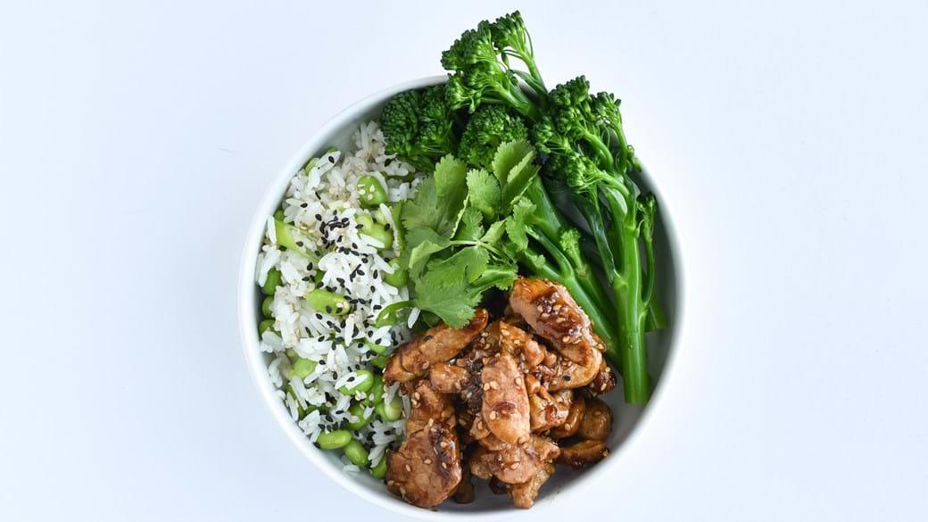 Rice & pork bowl gris med teriyaki og rissalat