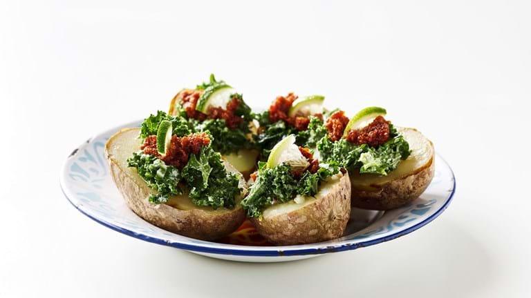 Bagt kartoffel med grønkål