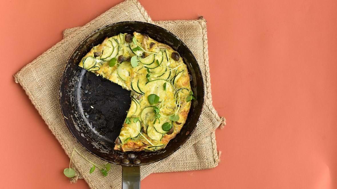 Tortilla med courgette og svampe