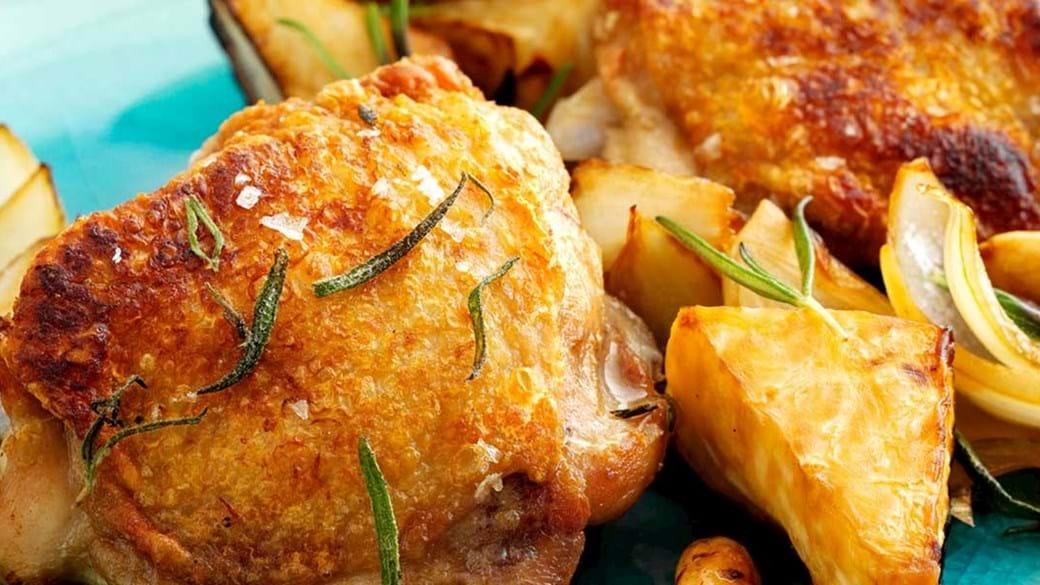 Kylling med stegte æbler, mandler og rosmarin