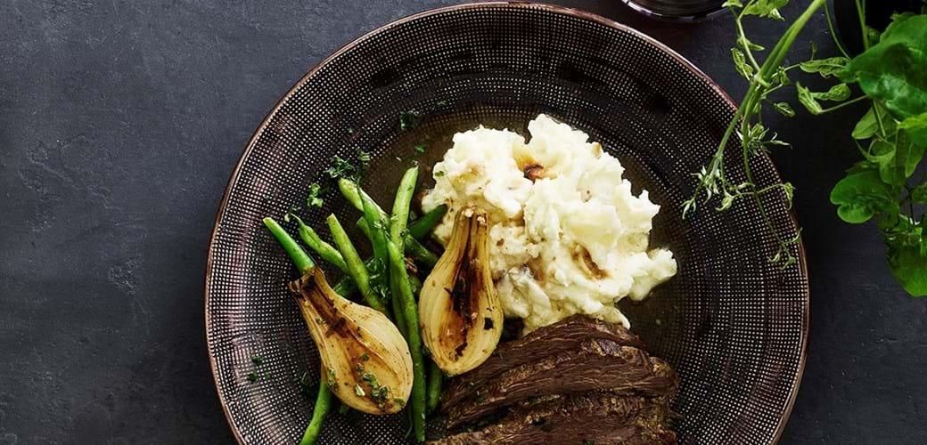 Flanksteak med kartoffel og hvidløgsmos