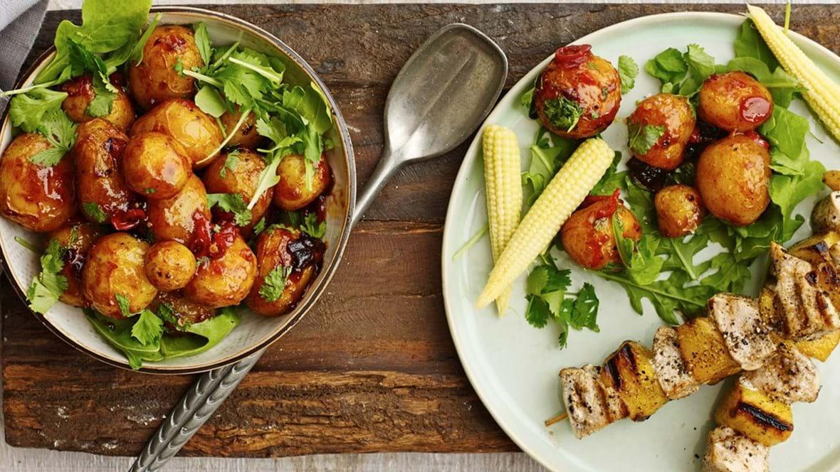 Grillspyd med kylling, mango og kartofler med chili