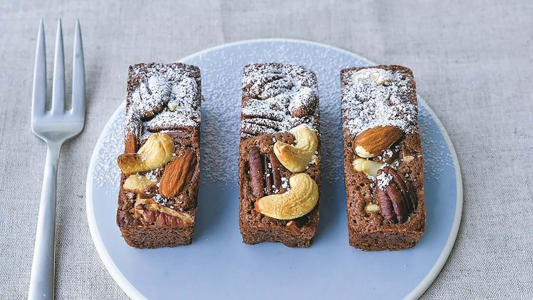 Små browniebarer – med mælkechokolade & nødder