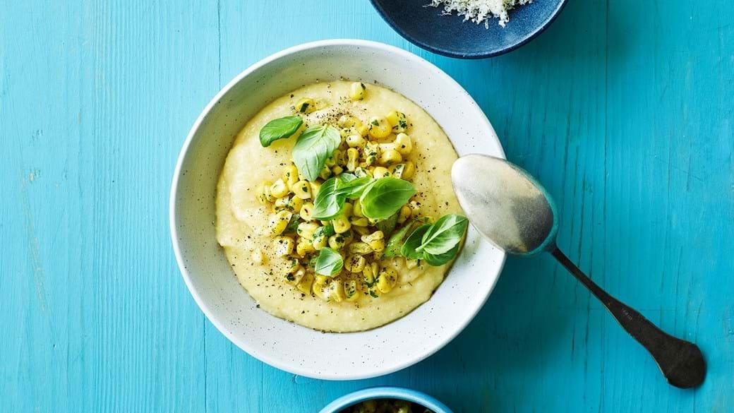 Blød polenta med majs og ost