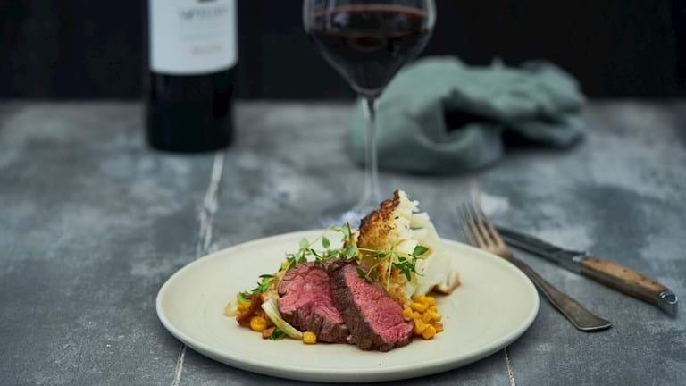 Flat iron steak med majssauté og blomkål