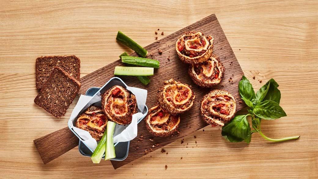 Rugbrøds-pizzasnegle med tomat-BBQ-sauce