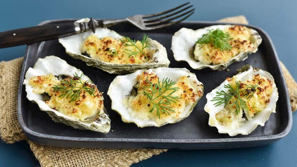 Gratinerede østers med fennikel og vesterhavsost