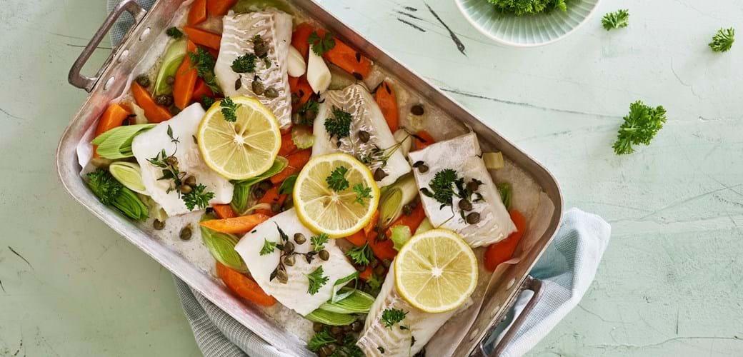 Ovnbagt fisk med grønt og kaperssmør