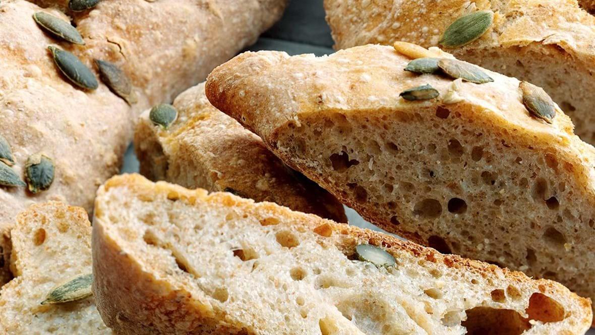Koldhævet speltbrød med græskarkerner, 3 stk.