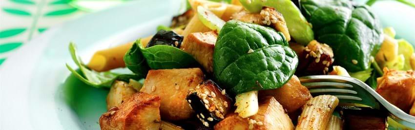 Fuldkornspastasalat med kylling og aubergine