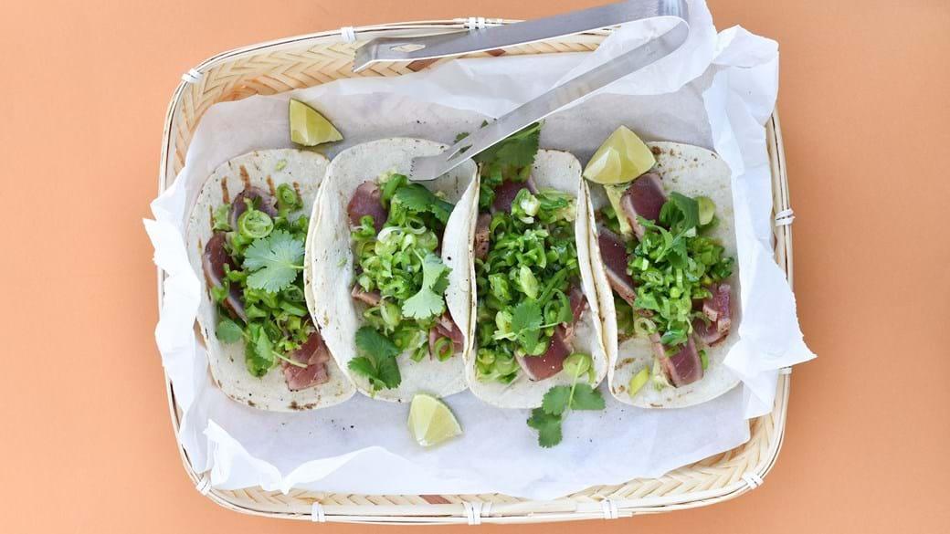 Tacos med grillet tun og ærtesalsa