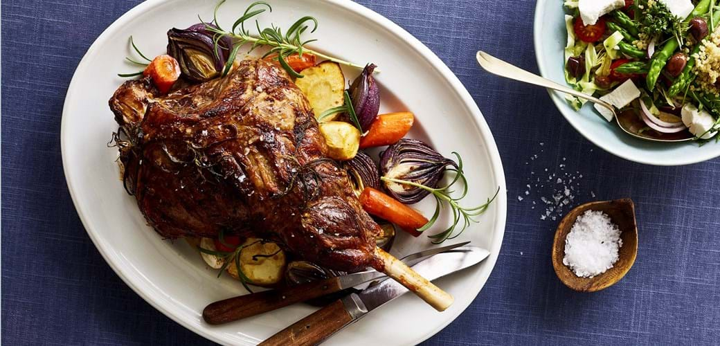 Lammekølle med rosmarin og bagte grøntsager med chili og krydderurter