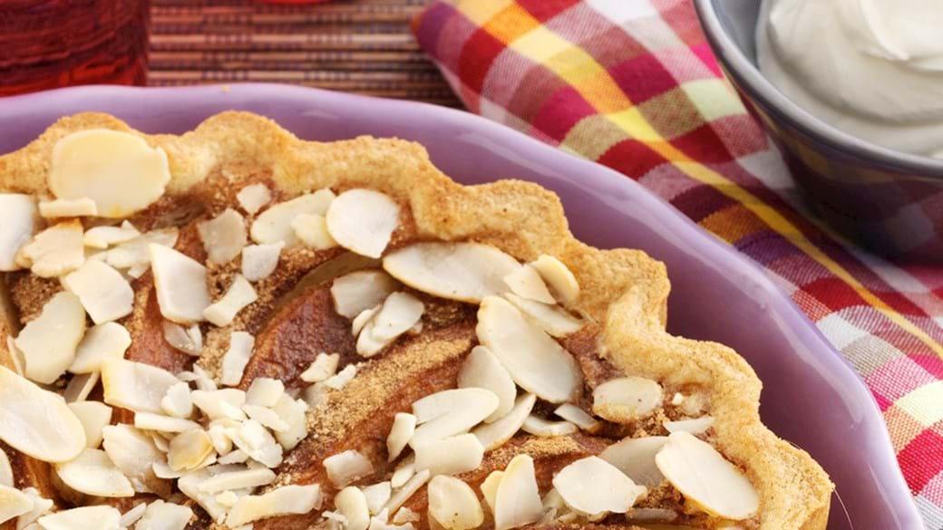 Pære-kaneltærte med cremefraiche