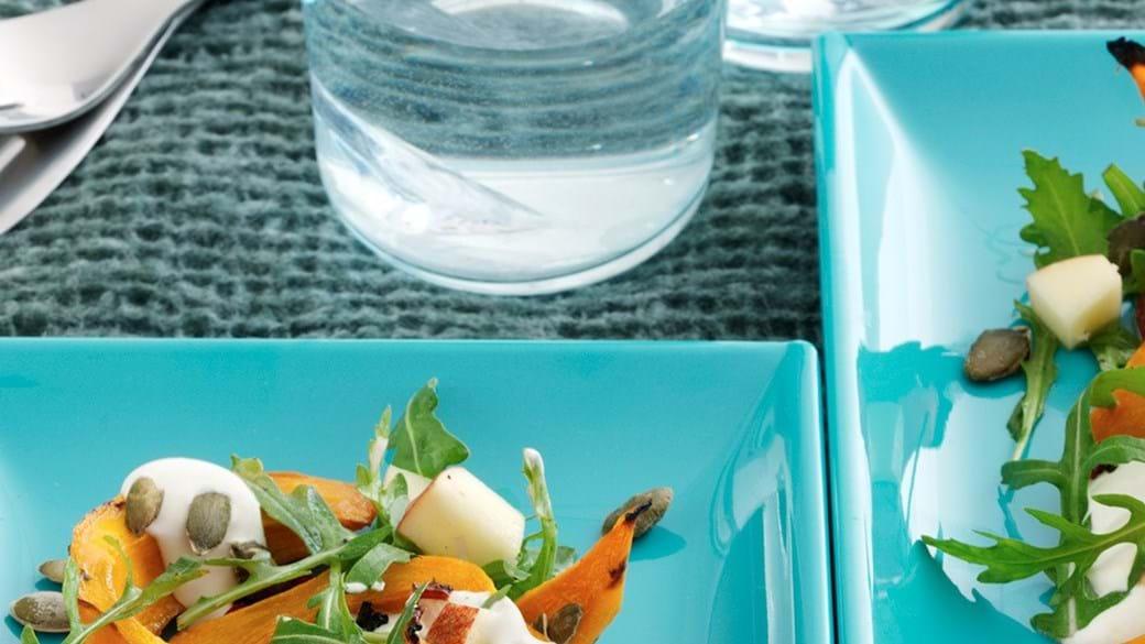 Bagt græskar med sprød æble-rucolasalat