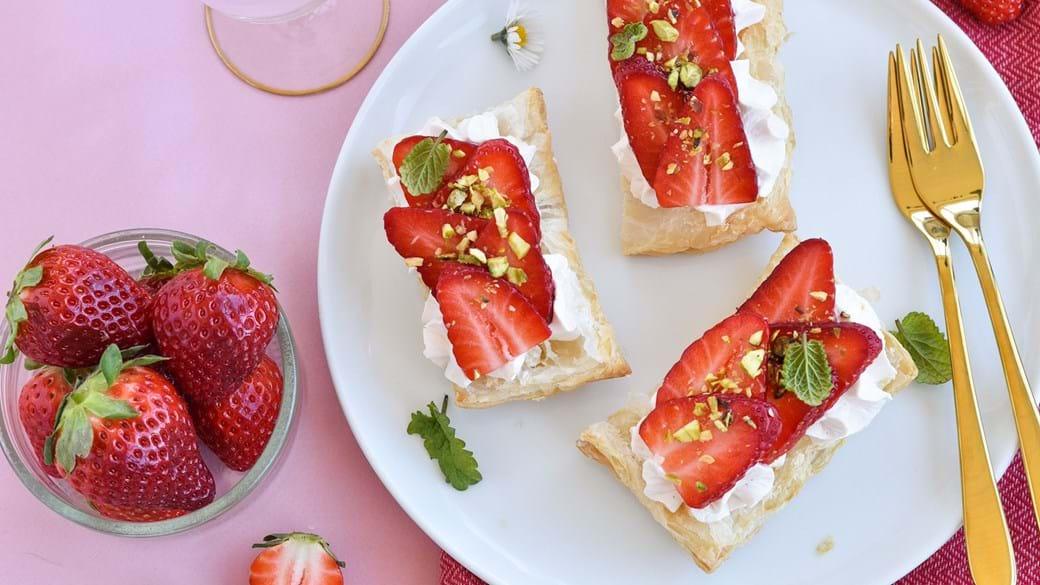 Nemme flødekager med jordbærcreme