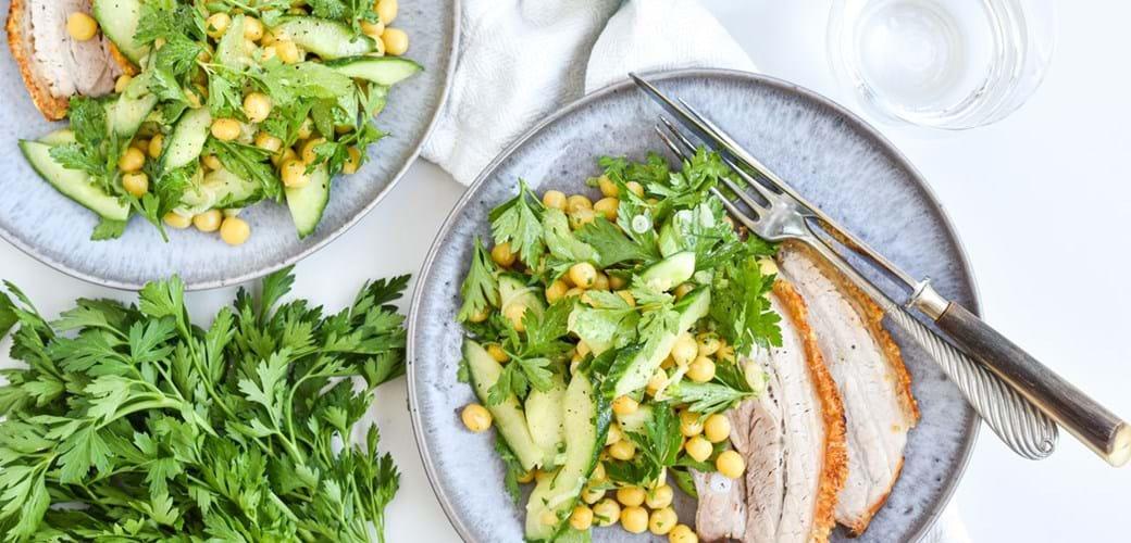 Salat af ingridærter, sæsonens grønt og fransk dressing