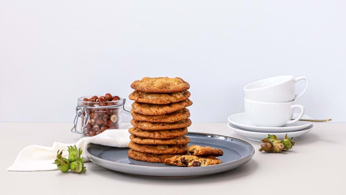 Cookies med hasselnødder og hvid chokolade