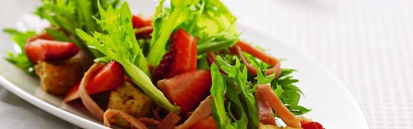 Salat med jordbær