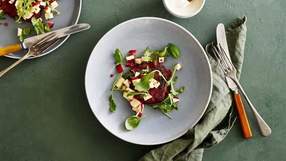 Quinoa-rødbedebøffer med æblesalsa