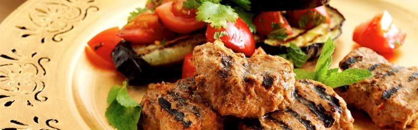 Indisk mørbradbøf med auberginesalsa