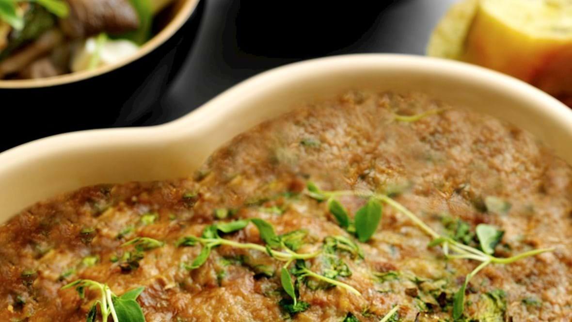 Postej med spinat og hvidløg og svampesalat