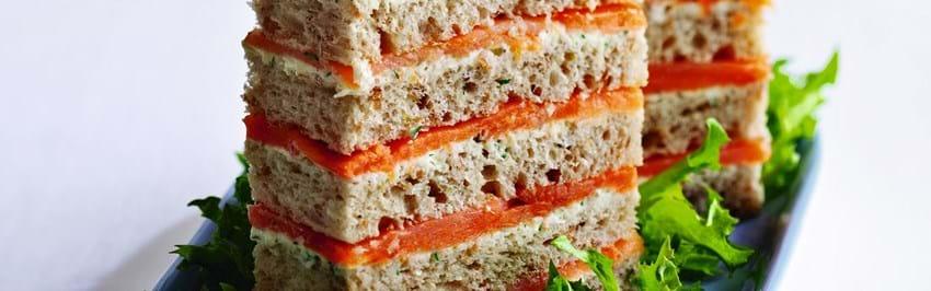 Røget laks i brød med limecreme