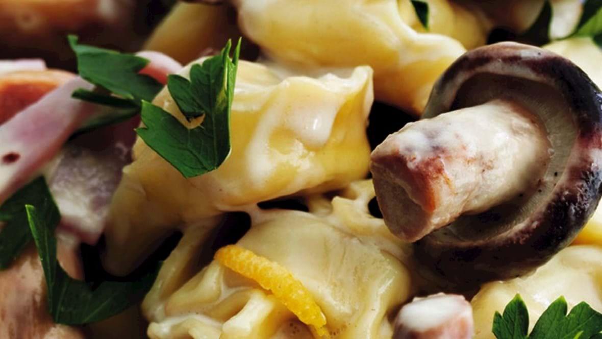Tortellini med svampecreme og persille