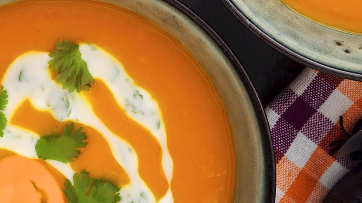 Græskarsuppe med ingefær, appelsin og korianderyoghurt