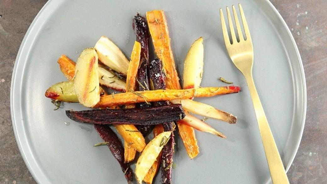 Ovnbagte rodfrugter med citron og rosmarin