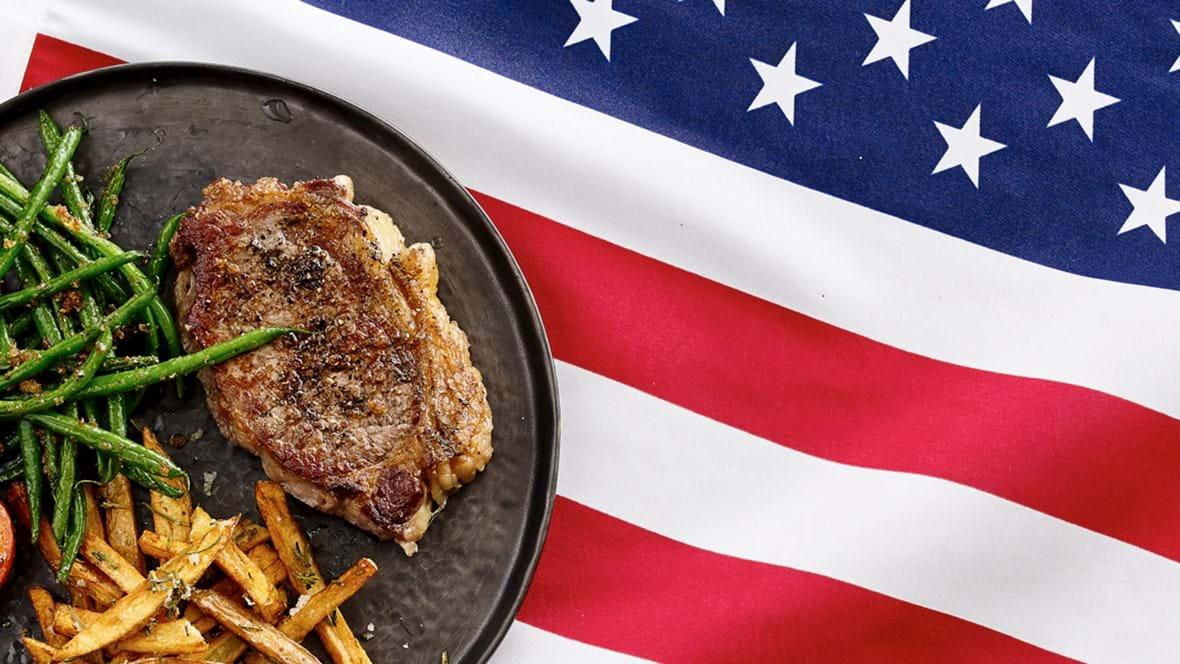 New York Strip steak med pommes frittes og tilbehør