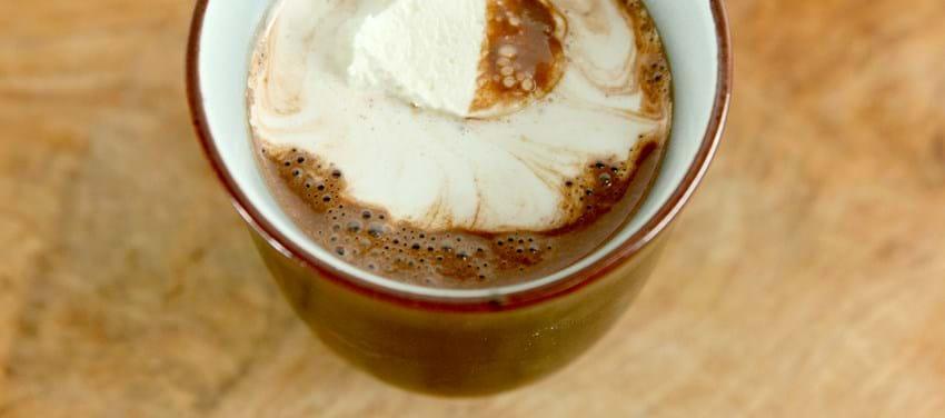 Varm chokolade med flødeskum