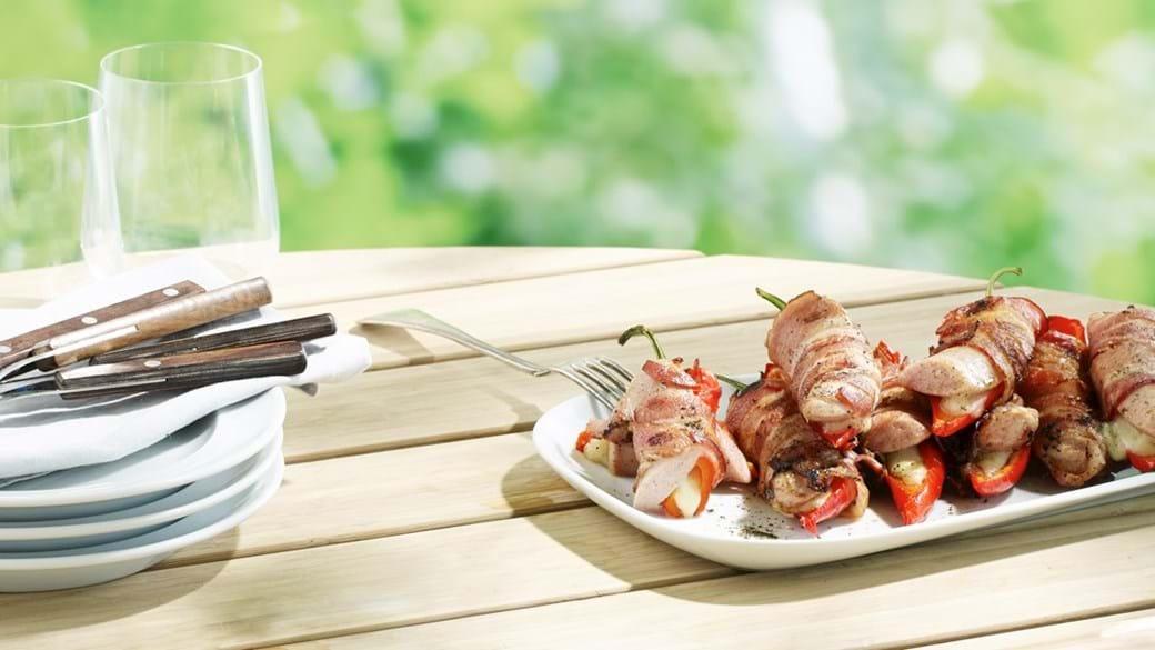 Grillmedister med peberfrugt, mozzarella og bacon