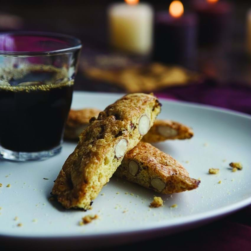 Biscotti med kaffe og sukker på toppen