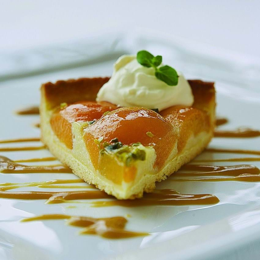 Abrikostærte med citron-karamelsauce
