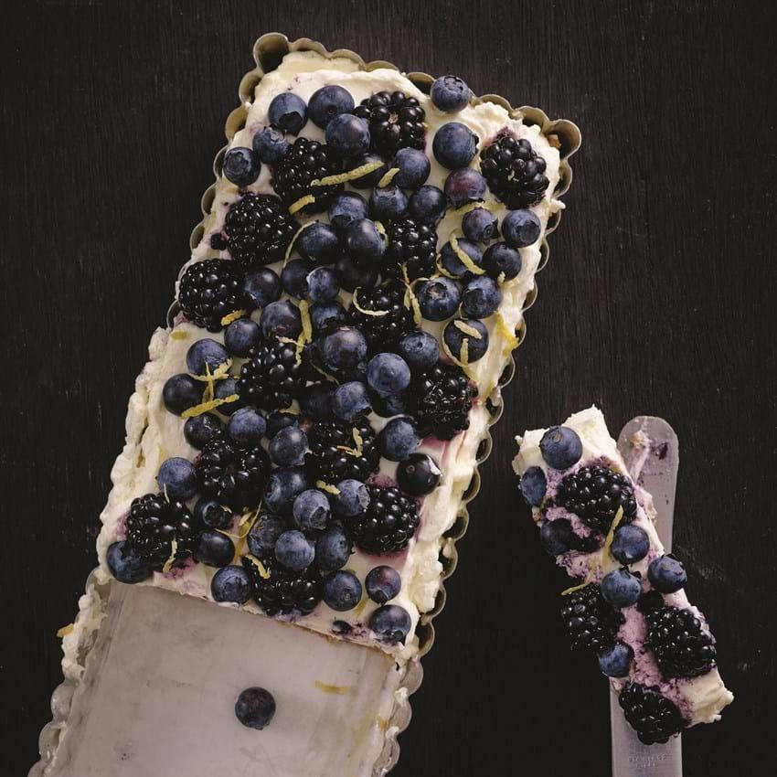 Nem cheesecake med brombær og blåbær