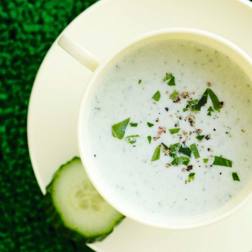 Agurk- og yoghurtsuppe med mandler