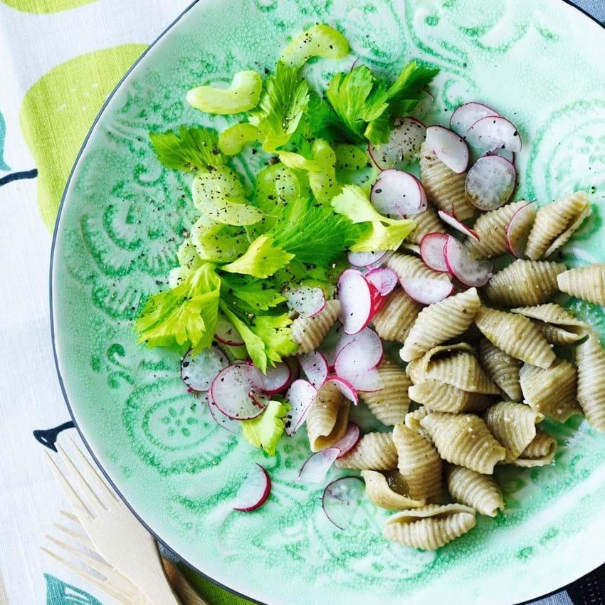 Tangpasta med forårsgrønt