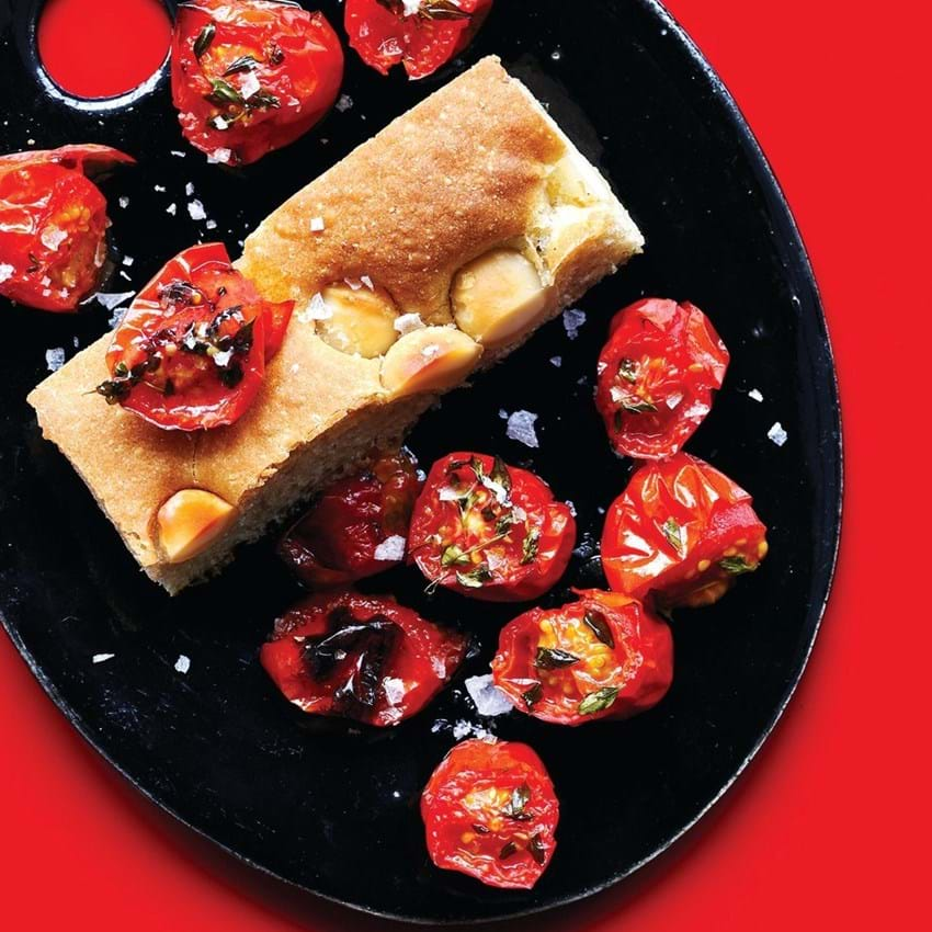 Foccacia med macadamianødder og hjemmebagte tomater