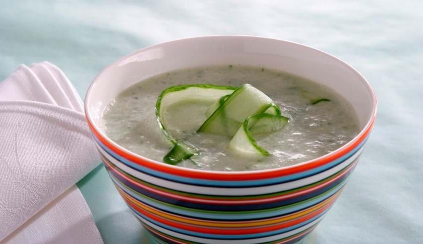 Kold agurk- og yoghurtsuppe