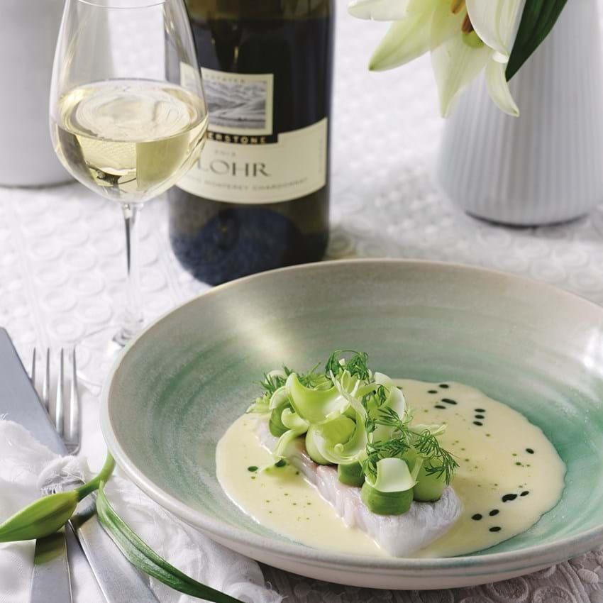 Bagt torsk med muslingesuppe og saltet agurk