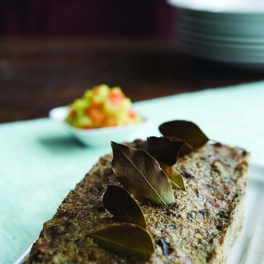 Paté med brød og pickles