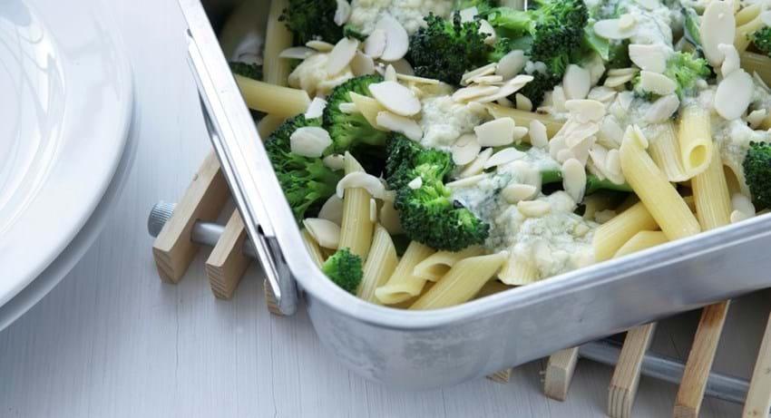 Blåskimmelgratinerede grøntsager med pasta