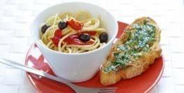 Spaghetti med piquillo, oliven og bruchetta
