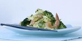 Tigerrejer med broccoli-pastasalat
