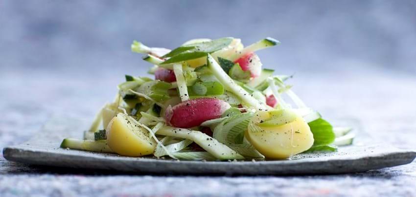 Courgette og kartoffelsalat med peberrod